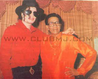 Michael Jackson with Bal Thackeray In Mumbaias seem on the ClubMJ website.