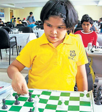 vana Maria Furtado makes a move during her win over Sunyasakta Satpathy in Shimoga on Wednesday.