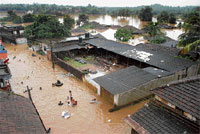 Several houses in Nandavara in Bantwal taluk submerged after the water level in River Nethravathi crossed the danger mark. Dh Photo