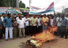 Malur taluk Youth Congress workers burning effigy of legislator S N Krishniaiah Setty for his alleged involvement in Shidlaghatta land scam, in Malur on Monday. Zilla Panchayat Member G E Ramegowda, State Youth Congress General Secretary Gopal, District President Mohammed Akram, Taluk Unit President Ashok Kumar and others are seen. DH PHoTO