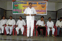 Nirmal Kumar, BJP state secretary addressing the party enrolment drive in Chikkaballapur. DH PHOTO