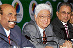 (From Left) Wipro CFO Suresh Senapaty, Chairman Azim Premji & co-CEO Suresh Vaswani in Bangalore on Wednesday. dh Photo