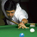 Gritty I H Manudev en route to his win over Vinay Katrela in the State-ranking snooker meet on Thursday. DH photo