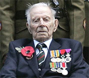 This file picture taken on November 11, 2008 in London shows World War 1 veteran Harry Patch poses for pictures prior to the Armistice anniversary reception for World War 1 veterans. AP