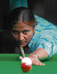 R Uma Devi defeated Lakshmi Suryanarayan in the State ranking billiards semifinal on Tuesday. DH photo