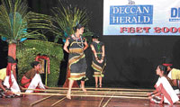 BGS students performing at DHiE fest-2009 organised by Deccan Herald in Bangalore on Wednesday. DH PHOTO