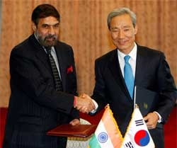 India signs bilateral trade agreement with South Korea