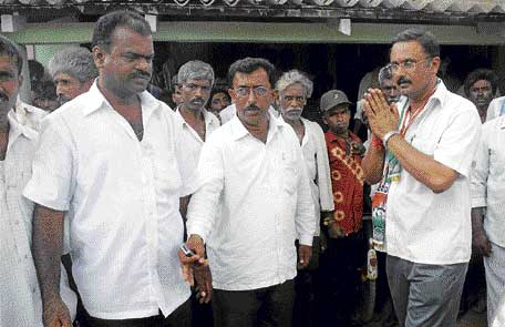 Seeking Votes: Congress candidate T K Yogish campaigning at Sadarahalli in Ramanagara district on Friday. DH PHOTO