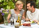 Women count on calories when dining with men