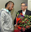 'We Are With You': External Affairs Minister S M Krishna meets racial attack victim Shravan Kumar in Melbourne, Australia on Sunday. PTI