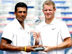 Mahesh Bhupathi and Mark Knowles during the doubles final of the Rogers Cup, Canada. AFP