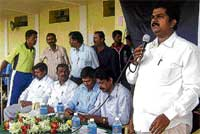 CMC President M Prakash speaking at the inauguration of taluk-level sports meet of the Pre-University Colleges in Chikkaballapur on Monday. Dh Photo