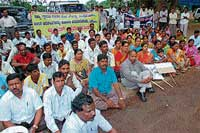 Members of various organisations staging a protest outside Deputy Commissioner's office on Wednesday against the instance of untouchability practice that took place at Lakya recently. Dh Photo