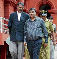 Abdul Karim Telgi & his advocate Shankarappa leaving the HC, after the judge pulled up prison authorities for bringing him without summons. DH PHOTO