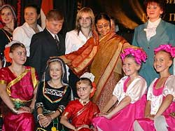 President Pratibha Patil and children pose for photographers during a meeting with Russian pupils learning Hindi and Indian dances in St.Petersburg on Saturday. AFP
