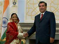President Pratibha Devisingh Patil shakes hands with her Tajik counterpart Emomali Rahmon during a meeting at Arr Palace of Nations (Kasri Millat) in Dushanbe. AP