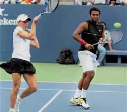 Paes-Dlouhy stun Bryan twins to storm into doubles final