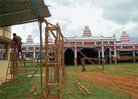 The works of Dasara Darbar Sabhamantap of Balehonnur pontiff going on with full swing at DACG Polytechnic College premises in Chikmagalur. DH Photo