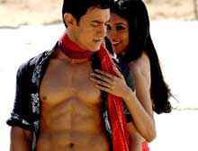 Aamir Khan and Asin in 'Ghajini'