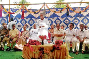 Union Law Minister M Veerappa Moily speaking at a function to observe birth anniversary of Sir M Visveswaraya in Muddenahalli, Chikkaballapur taluk on Tuesday.  Deputy Commissioner Anwar Pasha, legislator K P Bachegowda and City Municipal Council president M Prakash are seen. DH Photos