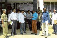 Deputy Commissioner Anwar Pasha visiting the government hospital following the first H1N1 case  reported in Chikkaballapur district, on Thursday. District Health and Family Welfare Officer Dr Rajiv, Assistant  Commissioner G V Seenappa are also seen. DH Photo