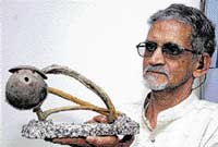 Artist Narayan Murthy with his art work.  DH PHOTO