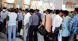 Long queues for train tickets at Bangalore railway station. DH Photo
