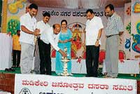 Writer Mogalli Ganesh inaugurating the multi-lingual poets' meet on the occasion of Dasara in Madikeri on Sunday. CMC President P D Ponnappa, poets' meet committee head H T Anil,  Kodava Sahitya Academy President Rani Machaiah, DC K H Ashwathanarayana Gowda and AIR Programme Executive Abdul Rasheed are seen. DH photo