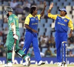 Dilshan, Mendis give Sri Lanka crucial win in Champions Trophy