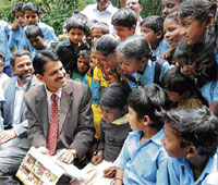 GO GREEN: BBMP Commissioner Bharatlal Meena and IGBC Chairman Mohamed Beary interacing with students at the 'World Green Building Day 2009' programme at Bal Bhavan, in Bangalore on Wednesday. DH photo