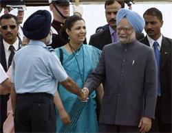 PM Manmohan Singh (R), is greeted as he arrives at Pittsburgh International Airport in Coraopolis, Pa., on Thursday. He will be attending the G 20 Summit being held in Pittsburgh. AP