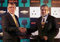 President and MD, GM India, Karl Slym (L) shakes hand with, Deputy Chairman and CTO, Reva Electric Car Company, Chetan Maini.