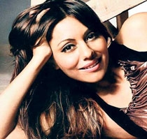 An 'insecure' SRK had told Gauri not to wear mini-skirts