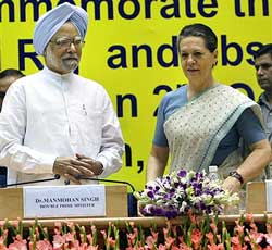 Prime Minister Manmohan Singh and UPA Chairperson Sonia Gandhi at the National Convention to commemorate the 50th anniversary of Panchayati Raj in Indian villages and observing 2009-10 as the 'Year of Gram Sabha
