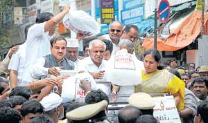Chief Minister B S Yeddyurappa collecting funds for flood victims at Avenue Road in Bangalore on Wednesday. Ministers Shobha Karandlaje, Ramachandra Gowda, Katta Subramanya Naidu and Ananth Kumar, MP, look on. DH Photo/ B H Shivakumar