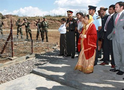 President Pratibha Patil looks at wire fencing of LOC near Rajouri as J&K CM Omar Abdullah accompany her on Friday. PTI