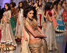 Men go ga-ga over Manish's bridal collection