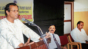 Astavadani R Ganesh delivering a discourse on  'Dharmashasthra' at SDM Law College in Mangalore on Tuesday, DH photo