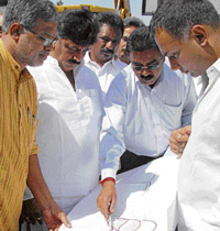 Minister for Law Suresh Kumar, KPCC working president D K Shivakumar and MLA Dinesh Gundu Rao taking a look at the underpass plan during the inauguration of the work in the City on Wednesday. DH photo