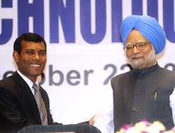 Prime Minister Manmohan Singh and Maldives President Mohamed Nasheed attend an international conference on technology and climate change in New Delhi on Thursday.AFP