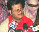 Freed cop wants Maoists and govt to talk