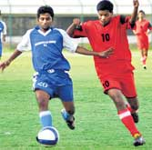 Surging ahead: Santosh of Dharmaraja Union (left) moves past CIL's Amarnath in the Puttaiah Memorial Cup. DH photo