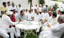 Senior BJP leader Arun Jaitley with Yeddyurappa and other ministers.
