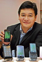 Acer Country Head Richard Tan with the smartphones. DH Photo