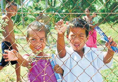 Freedom not in sight: Young children looking through the fence, Christmas Island.