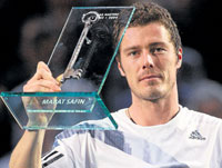 THAT's ALL FROM ME! Russia's Marat Safin shows the key to the Bercy stadium presented to him at the Paris Masters as a farewell trophy to mark the end of his career on Wednesday. AP
