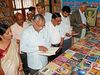 CMC head H D Thammaiah inaugurating National Library Week at Central Library in Chikmagalur on Saturday. dh photo