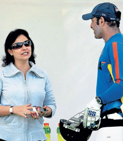 Tendulkar's wife Anjali exchanges pleasantries with VVS Laxman during India's practice on Sunday. APTendulkar's wife Anjali exchanges pleasantries with VVS Laxman during India's practice on Sunday. AP