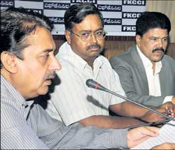 FKCCI President J Crasta (right), BMRCL Managing Director N Sivasailam , FKCCI Urban Services and Utilities Chairman Capt M M Harish at a meeting in Bangalore on  Friday. DH photo
