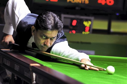 India's Geet Sethi in action at World Snooker Championship 2009, in Hyderabad. PTI Photo